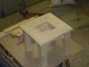 Holztisch auf der Werkbank